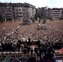 President John F. Kennedy addressing from Rathaus Schöneberg the people of West Berlin on Rudolf-Wilde-Platz (today's John-F.-Kennedy-Platz), 26 June 1963.