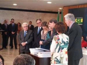 Truth commissioners giving the report to Brazilian President Dilma Rousseff  this morning. Photo Credit: National Truth Commission website.