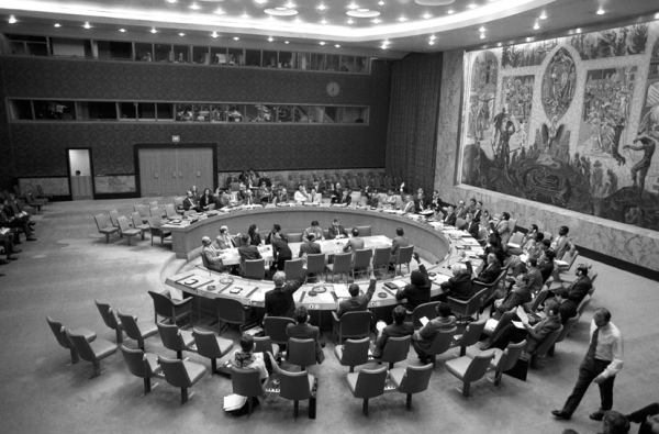 The Security Council votes to extend the mandate of the UN Assistance Mission for Rwanda (UNAMIR) until 29 July 1994. Date: 05 April 1994. Courtesy of United Nations, New York Photo #286894.