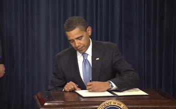 President Obama signs his Freedom of Information Act Memo on January 21, 2009.