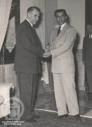 The Shah (right) with Fazlollah Zahedi, Mosaddeq's replacement as prime minister. (www.iichs.org)