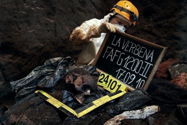The exhumation of La Verbena cemetery in 2010 -- (c) James Rodríguez, mimundo.org